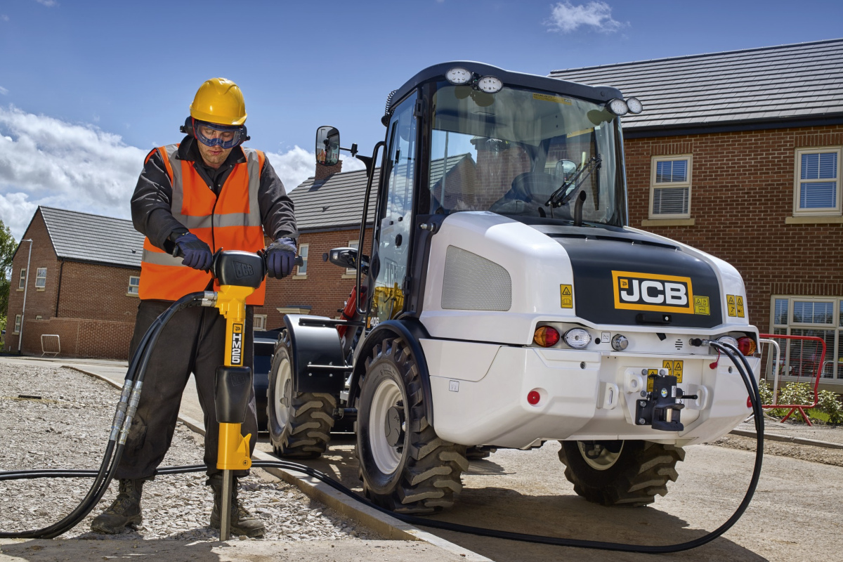 A JCB 406 Toolmaster in action